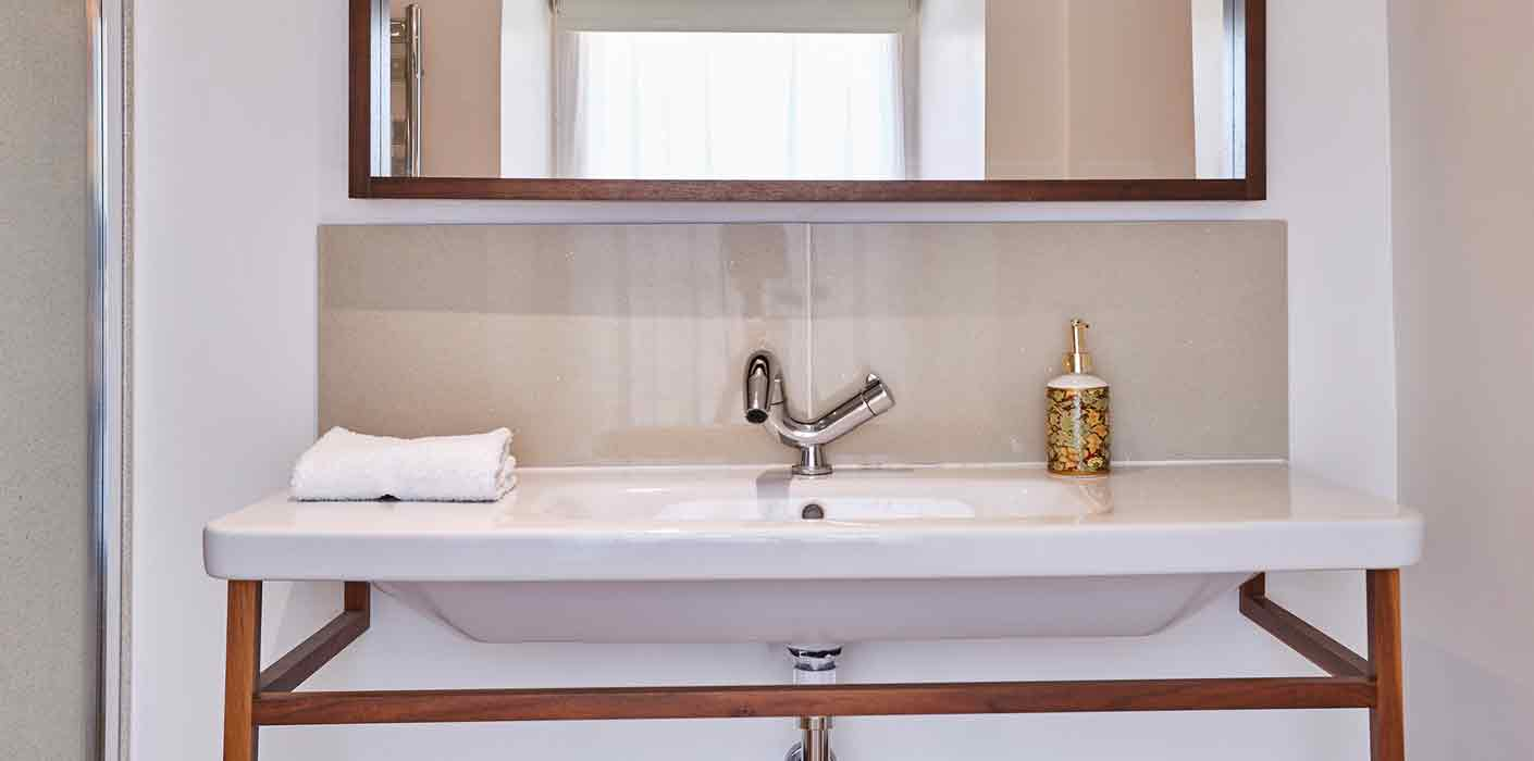 Rustic, shiny white sink